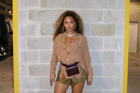 Beyonce Beyoncé Exibe-Se Em Poses De 'Tirar O Fôlego'