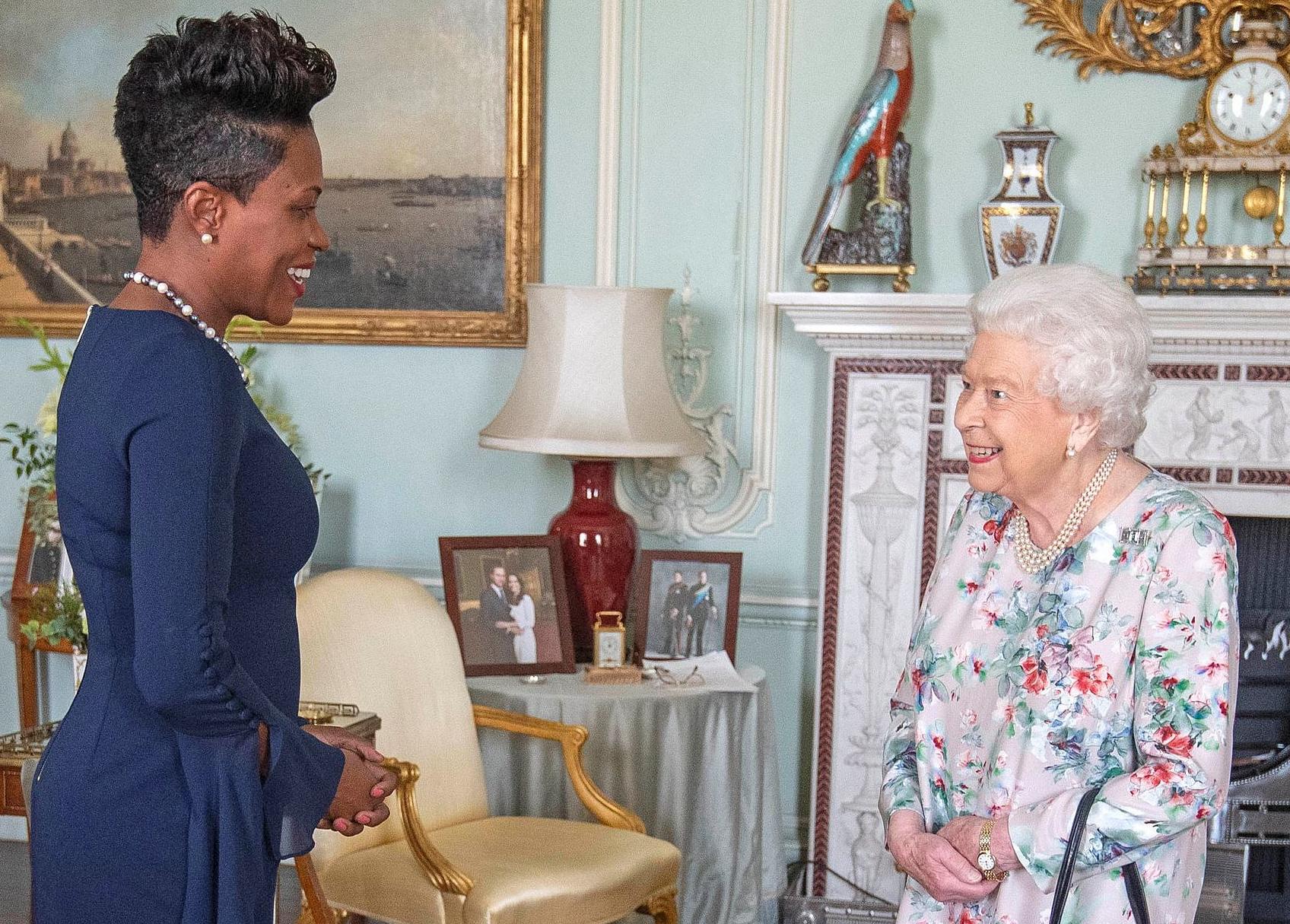 Rainharecentesemfoto Fotografia De Meghan Markle E Harry Desaparece No Palácio De Buckingham