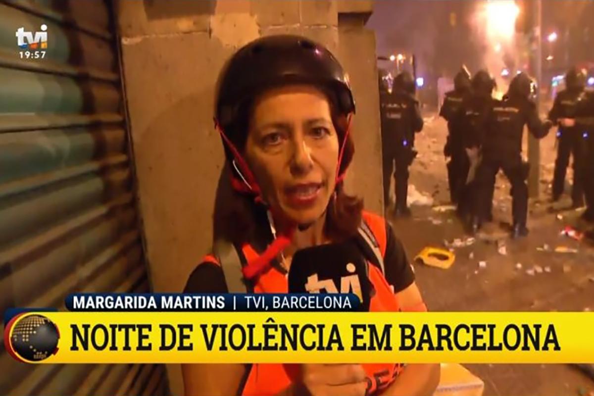 Tvi1 Jornalistas Portugueses Obrigados A Usar Capacetes Para Se Protegerem