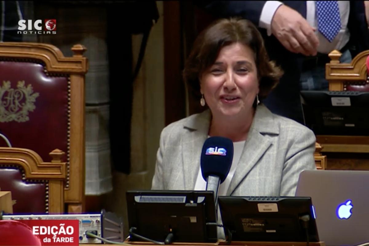 Anabela Neves Jornalista Anabela Neves Deixa A Sic E Recebe Palmas Dos Colegas No Parlamento