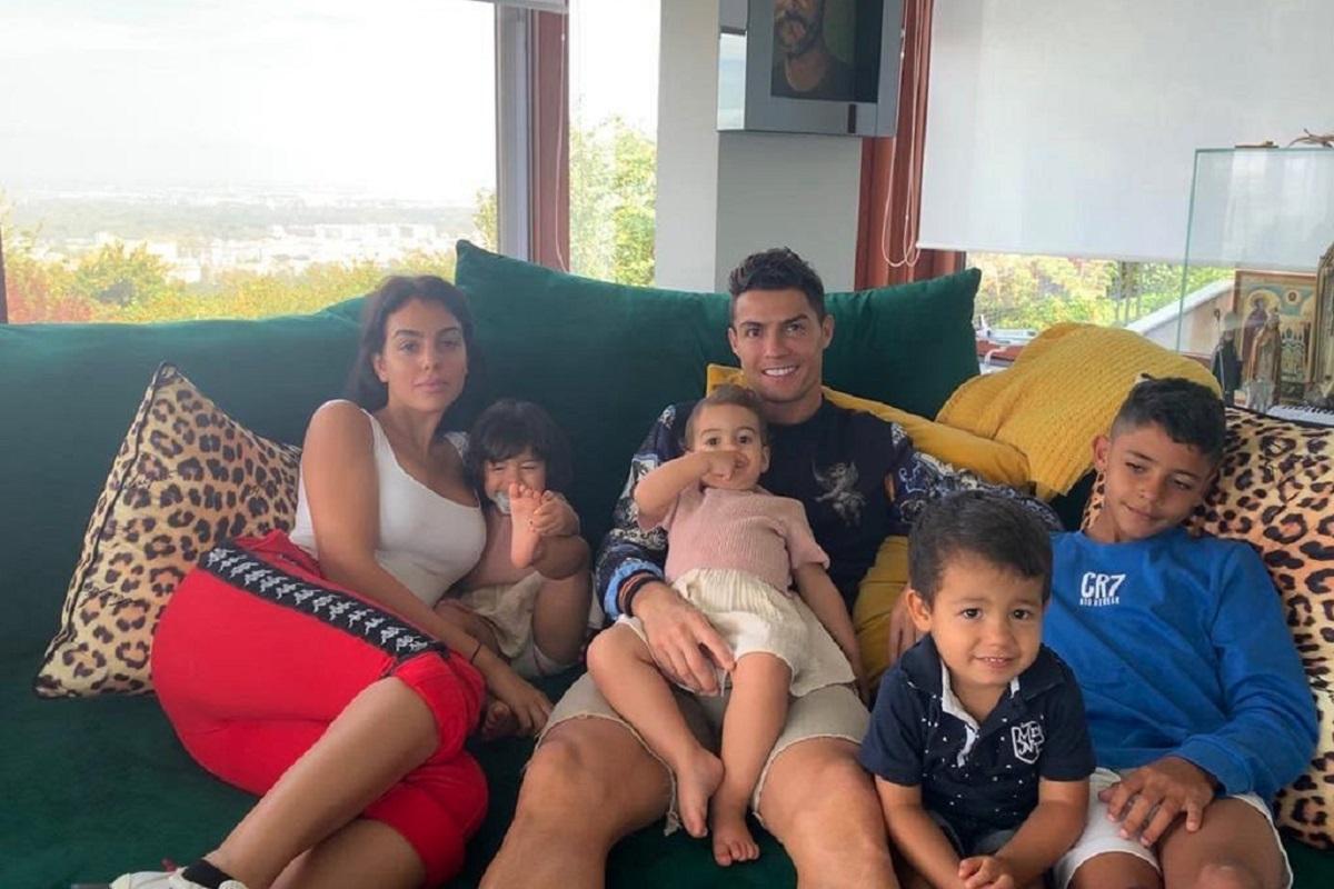 Cristiano Ronaldo Georgina Rodriguez Filhos Familia Georgina Rodríguez Ensina Os Filhos De Ronaldo A Fazer Gelados [Vídeo]