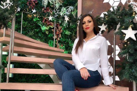 Joana Araujo Assistente Do 'Você Na Tv' Adormece Antes Do Programa Começar