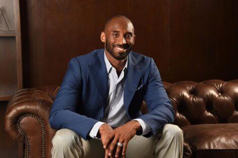 Kobe Bryant (Vídeo) Kobe Bryant Recebe Sentida Homenagem Nas Areias Do Algarve