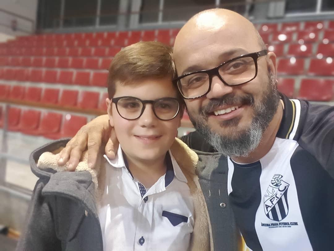 fernando rocha Fernando Rocha consegue prótese para menino que nasceu sem mão