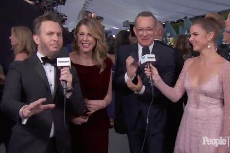 Tom Hanks Actors Guild Awards Tom Hanks Faz Gesto 'Obsceno' Na Passadeira Vermelha Dos Sag