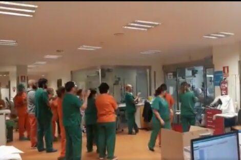 Profissionais De Saude Espanha Primeiras Extubacoes E1584912059282 Espanha: Médicos Celebram Primeiras Extubações De Pacientes: &Quot;Ganharemos Esta Batalha&Quot;