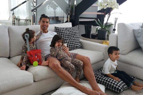 Cristiano 91915707 246680643155597 4183503612308889777 N Cristiano Ronaldo Aproveita A Quarentena Para Brincar Com Os Filhos