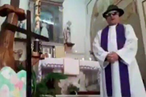 Padre Itália Efeitos Especiais Padre Em Itália Dá Missa Em Direto... Com Os Efeitos Especiais Ativos!