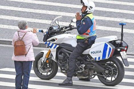 policia portugues idosa fica em casa