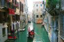 veneza Isolamento por coronavírus deixa canais de Veneza cristalinos e com golfinhos