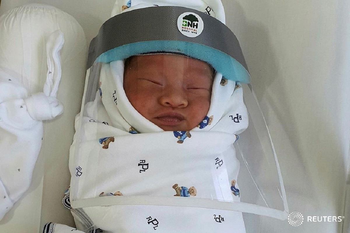 Bebe Recem Nascido Reuters Covid-19. É Desta Forma Que Os Bebés Recém-Nascidos São Protegidos Na Tailândia