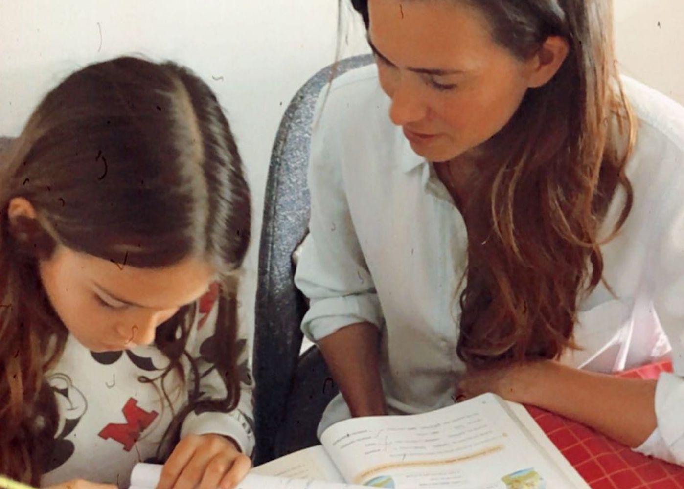 Claudia Vieira Filha Maria Cláudia Vieira Mostra-Se Em Modo #Estudoemcasa Com A Filha