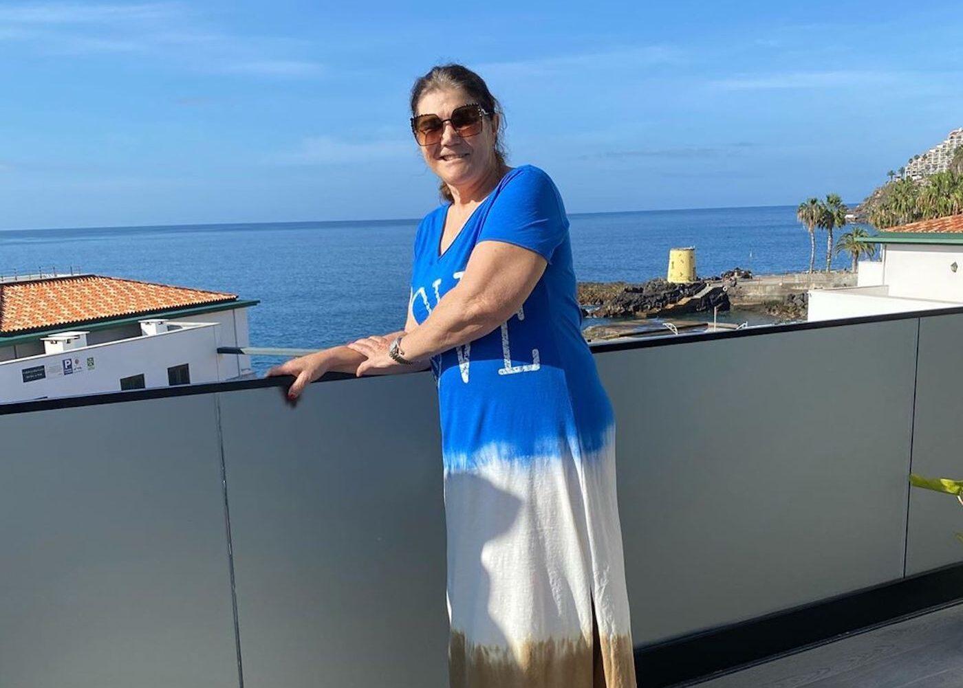 dolores aveiro 1 e1586527097770 Dolores Aveiro deixa mensagem aos fãs na varanda de sua casa