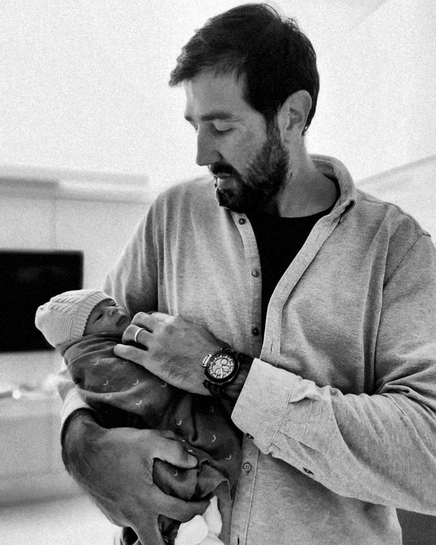 Goncalo Uva Filho Eduardo A Primeira Imagem Do Marido De Carolina Patrocínio Com O Filho Ao Colo