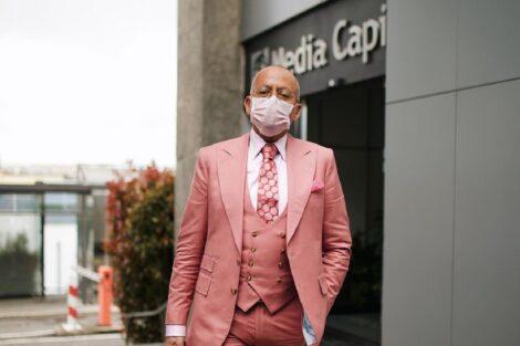 Manuel Luis Goucha 3 &Quot;Fútil&Quot;! Goucha Utiliza Máscara De Proteção A Condizer Com O Fato E É Criticado