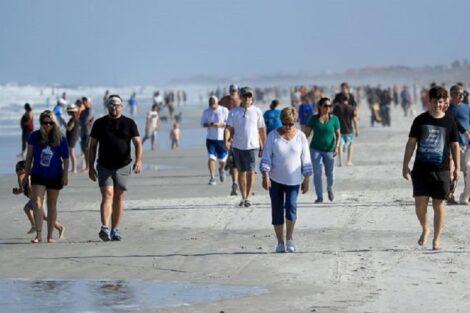 Praias Florida Em Meia-Hora, Milhares De Pessoas Encheram As Praias Da Florida Após Reabrirem