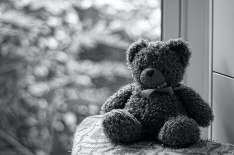 Ursinho Triste Autoridades Procuram Bebé Que Terá Sido Lançado Ao Mar Em Portimão