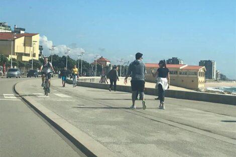 Vila Do Conde Avenida 1 1 Avenida Em Vila Do Conde Cheia De Pessoas A Passear