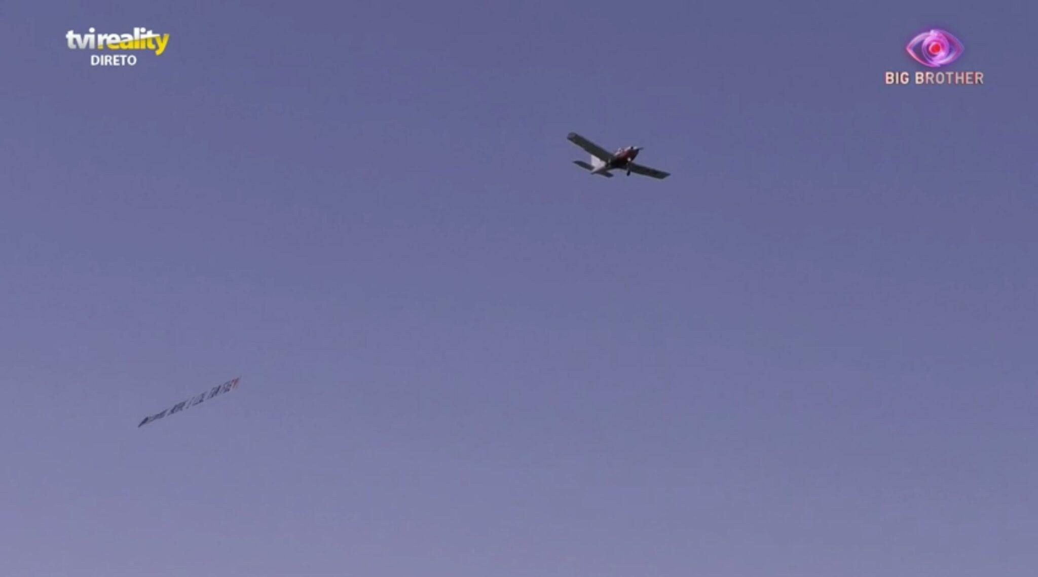 Big Brother Mensagem Aviao 3 Scaled Big Brother: Concorrentes Recebem Os Primeiros Aviões No Bb2020
