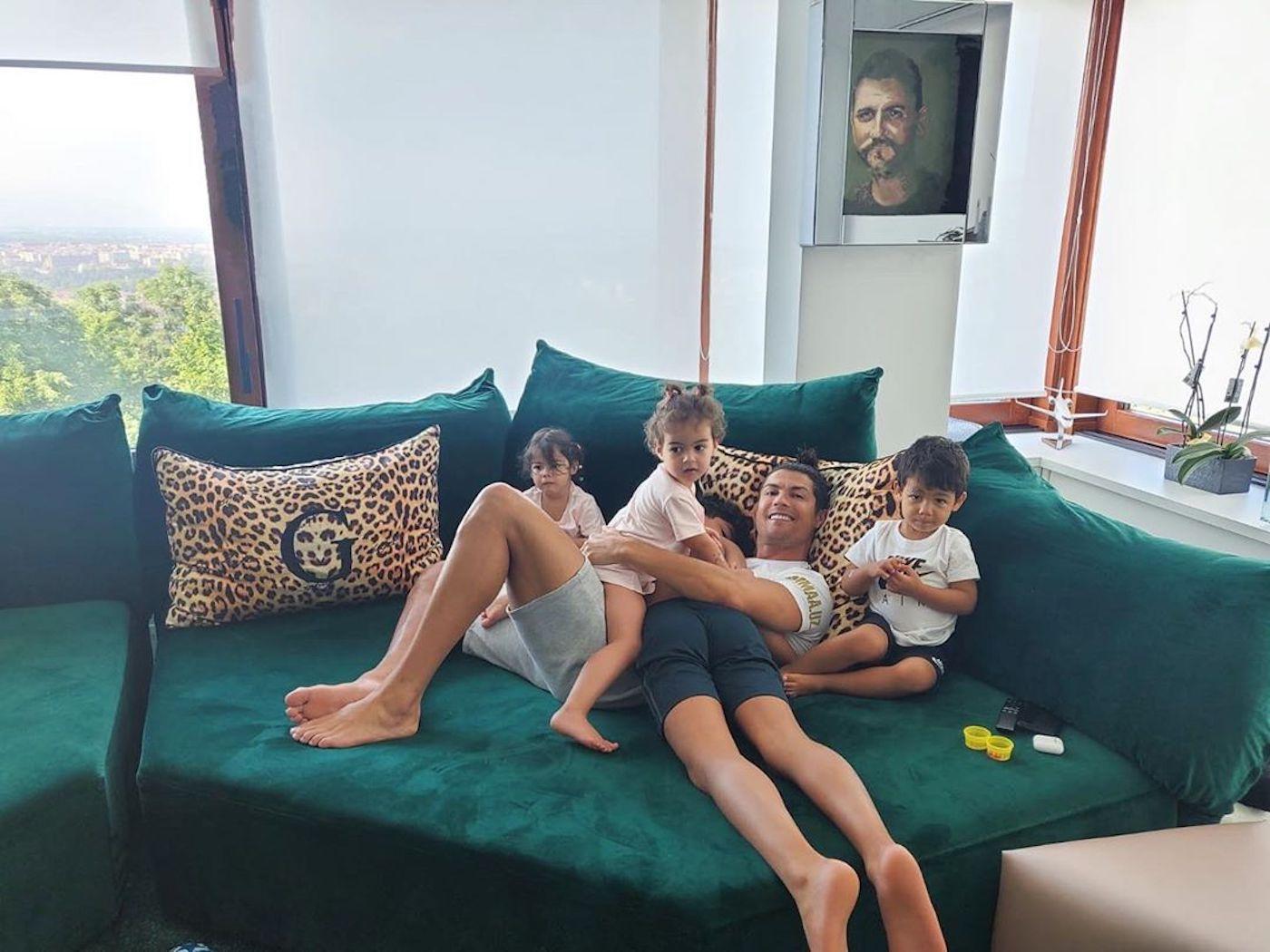 Cristiano Ronaldo Filhos A Imagem Ternurenta De Cristiano Ronaldo Tem Um Pormenor Que Não Passou Despercebido
