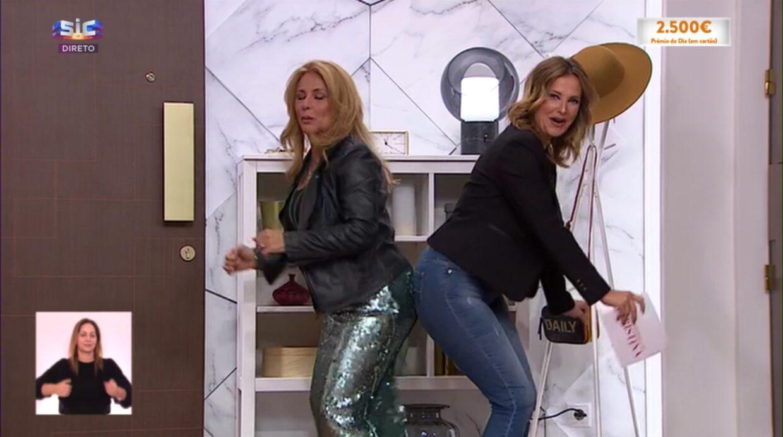 Cristina Ferreira Alexandra Lencastre 2 Cristina Ferreira E Alexandra Lencastre Cumprimentam-Se De Modo Muito Original