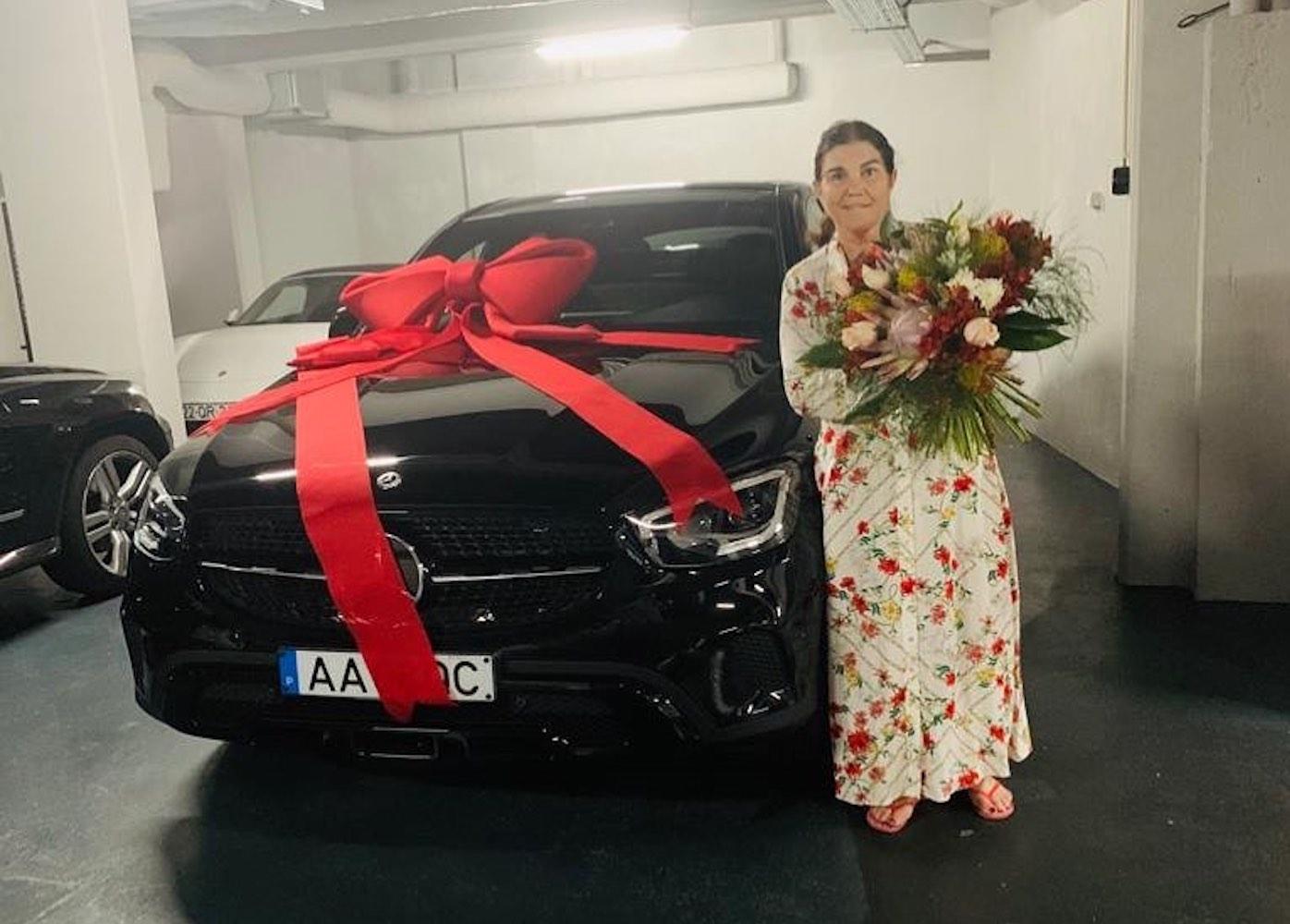 Dolores Aveiro Carro Dolores Aveiro Recebe Carro De Luxo No Dia Da Mãe