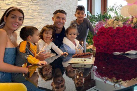 Georgina Rodriguez Cristiano Ronaldo Filhos Casa Só Ternura! Georgina Diverte-Se Com Os Filhos De Ronaldo Logo Pela Manhã