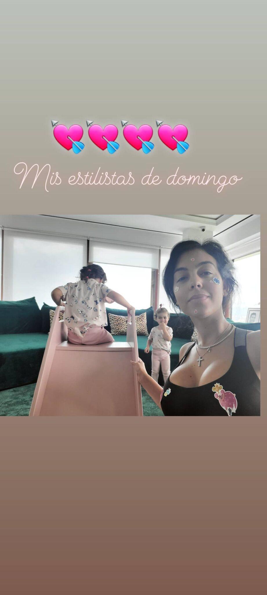 Georgina Rodriguez Filhos Sala Cristiano Ronaldo Scaled Filhos De Cristiano Ronaldo Divertem-Se Em Escorrega No Meio Da Sala
