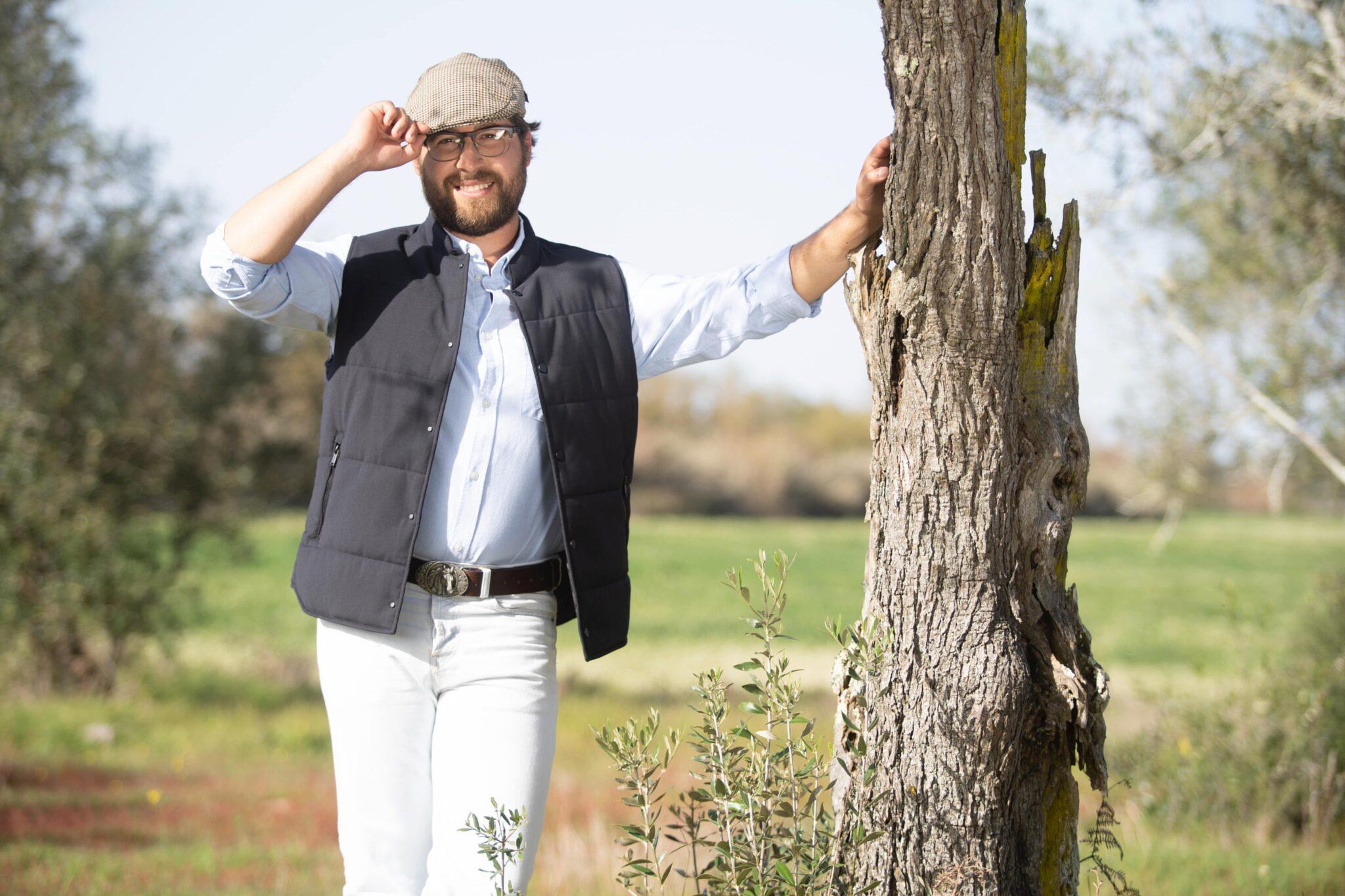 quem quer namorar com o agricultor joao paliotes scaled 'Agricultores'. João Paliotes perde a cabeça e levanta a mão a Mafalda