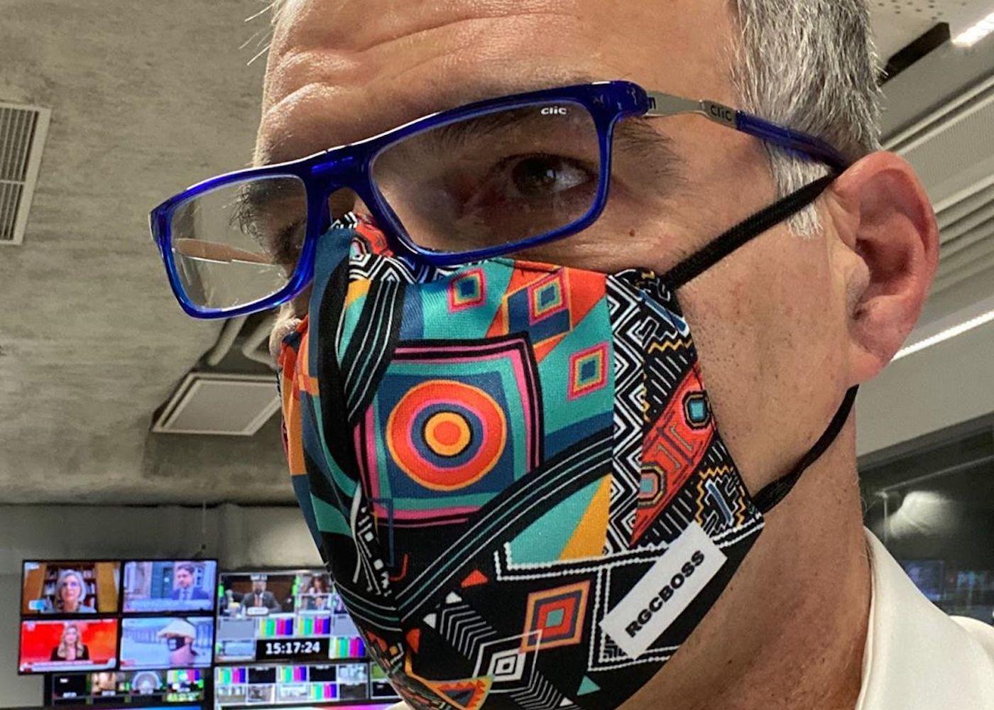 Rodrigo Guedes De Carvalho Rodrigo Guedes De Carvalho Mostra Máscara Personalizada E Pormenor Não Passa Despercebido