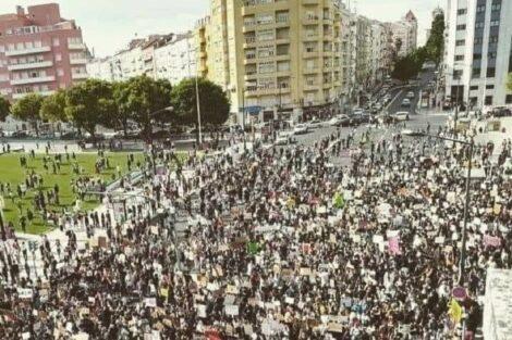 Manifestacao em Lisboa Centenas de manifestantes em Lisboa. Apresentador da RTP indignado