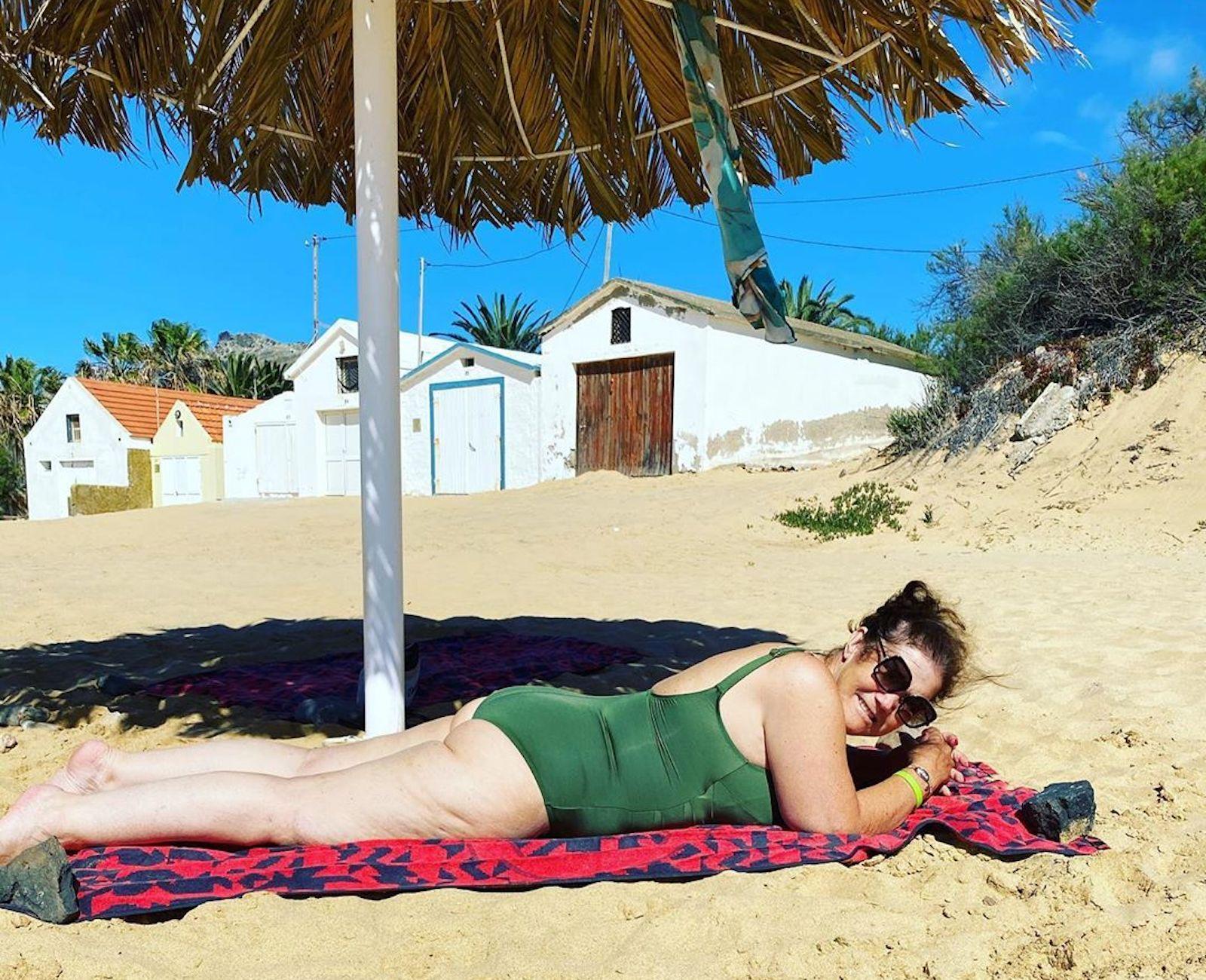Dolores Aveiro Praia 2 Dolores Aveiro Volta A Mostrar-Se Em Fato De Banho