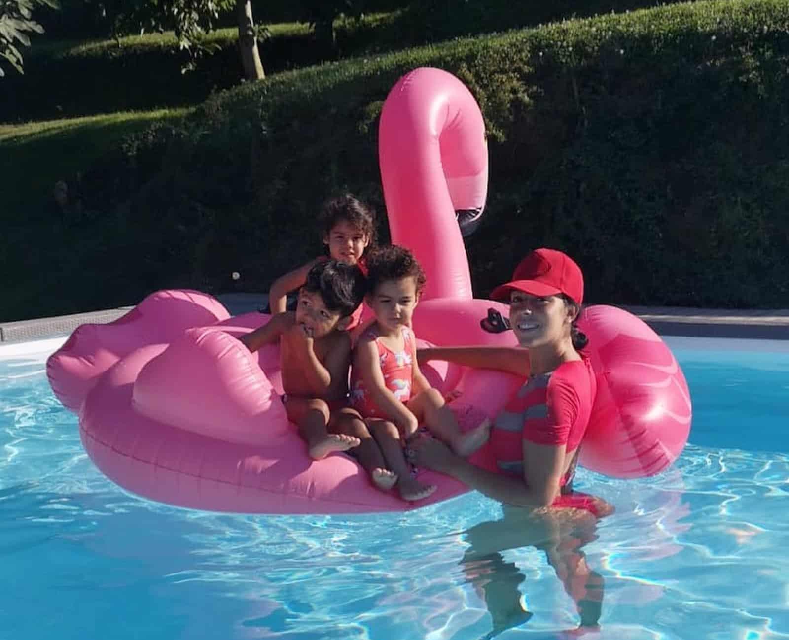 Georgina-Rodriguez-Filhos-Piscina