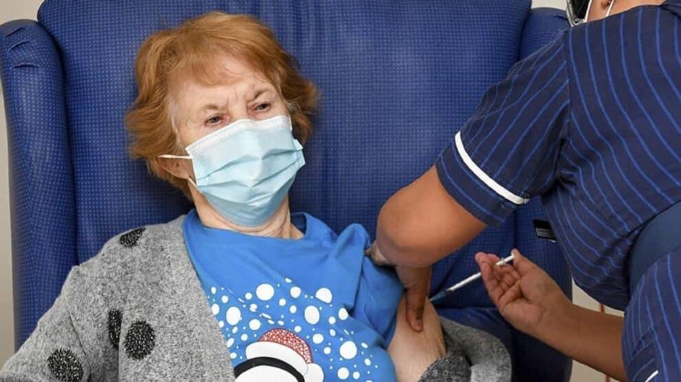 Primeira Mulher Vacina Covid