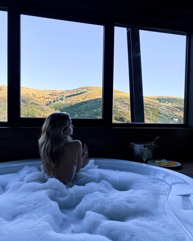 Julia Palha Topless Banheira