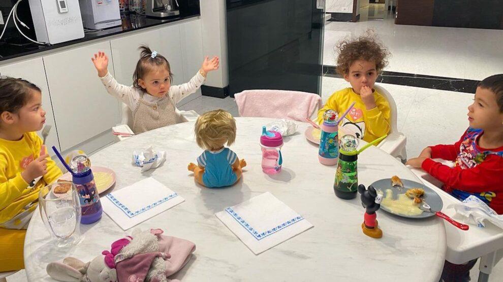 Criancas Familia Aveiro Pequeno Almoco Turim Cristiano Ronaldo Katia Aveiro