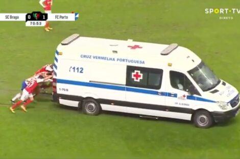 Jogadores Empurram Ambulancia Taca De Portugal