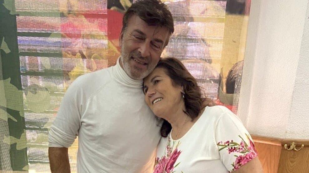 Tony Carreira, Dolores Aveiro